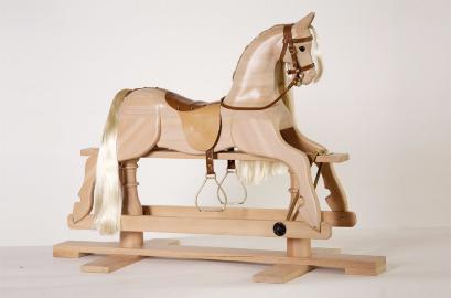 Лошадка-качалка деревянная на пьедестале