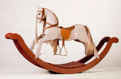Деревянная лошадка качалка на дугах