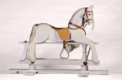 Лошадка качалка деревяная на пьедестале