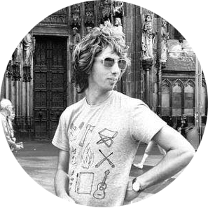 Евгений Гантимуров Гитарист, аранжировщик, саунд-продюсер группы Смысловые Галлюцинации выбрал ремонт на Fixland.ru