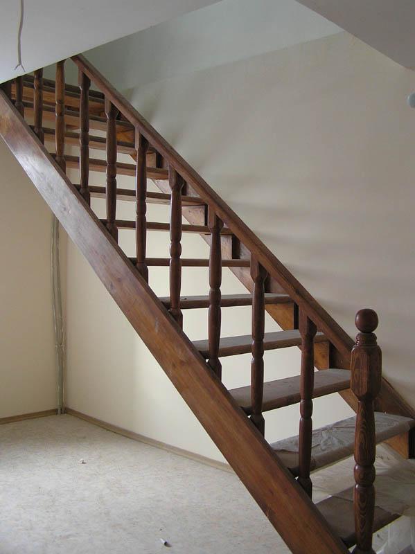 Как построить прямую лестницу на второй этаж своими руками