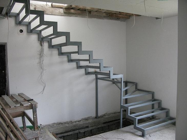 Лестницы на второй этаж своими руками из металла фото