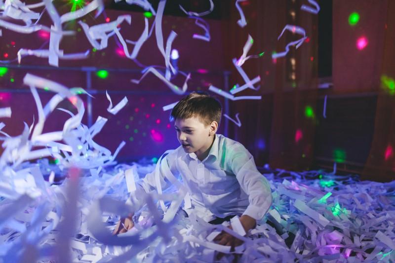 Детская дискотека с бумажным шоу