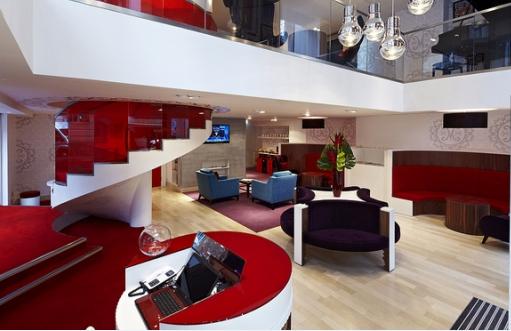 Филиал банка Virgin Money в Манчестере (Великобритания)
