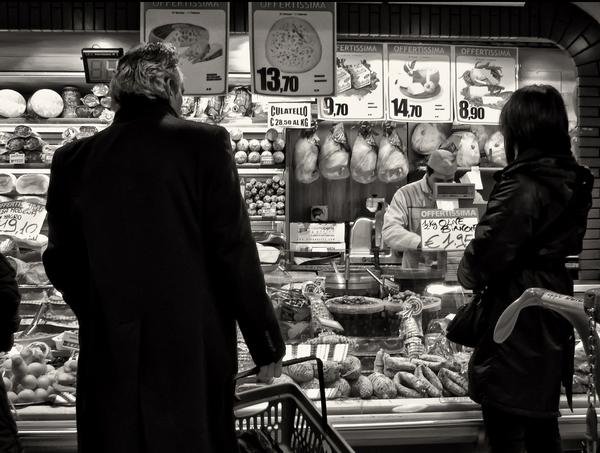 Иллюстрация к статье: Зачеркивание, рекомендованные цены и акции: как оптимизировать продажи?