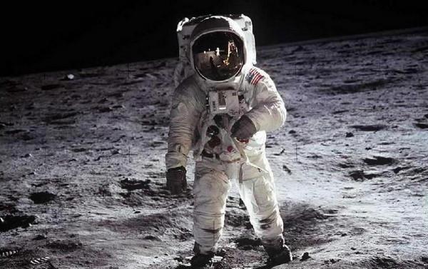 Иллюстрация к статье: Как продать луну? Уроки маркетинга от NASA
