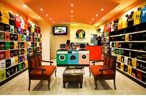 Иллюстрация к статье: Как с помощью музыки, запахов и правильных шрифтов убедить клиентов покупать больше