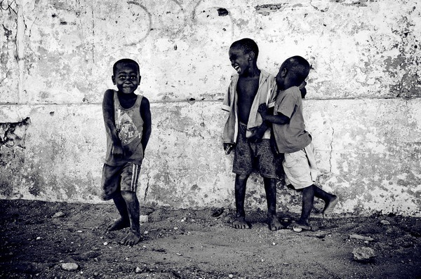 Иллюстрация к статье: Поведенческая психология: как изменить привычки 107 000 людей и спасти Мозамбик?