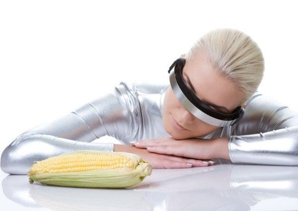 Женщина-киборг с кукурузой
