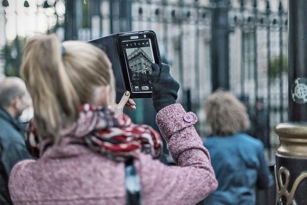 Иллюстрация к статье: Оптимизация дизайна мобильных устройств: планшеты vs смартфоны