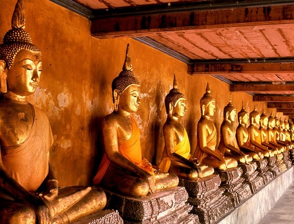 Иллюстрация к статье: Буддистская экономика: о том, как важно ценить людей, а не вещи, и как отдавать предпочтение созиданию, а не потреблению