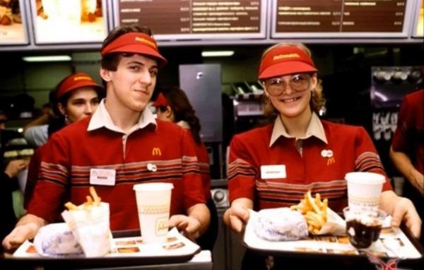 Продавцы ресторана McDonald's