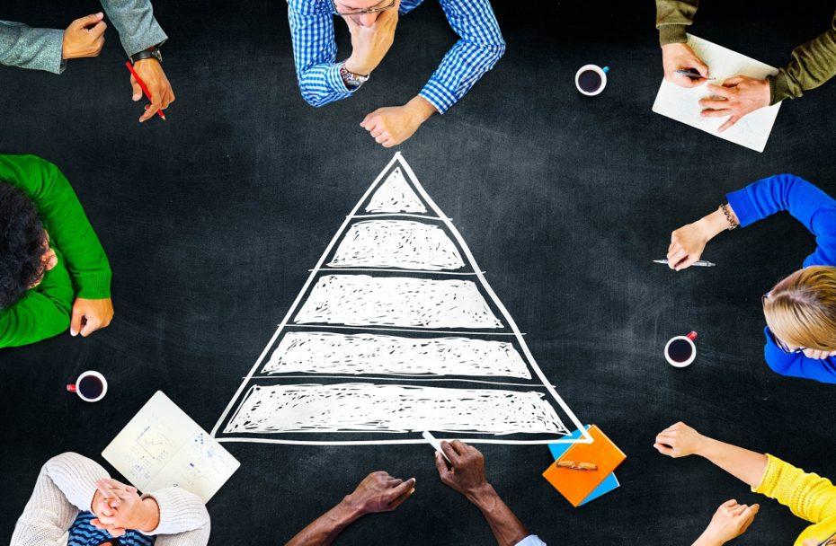 Иллюстрация к статье: Поворотная пирамида: способ вывести стартап на новый уровень