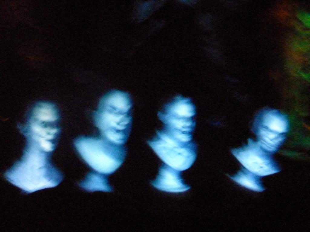 Иллюстрация к статье: Как устроена индустрия «литературных призраков»?