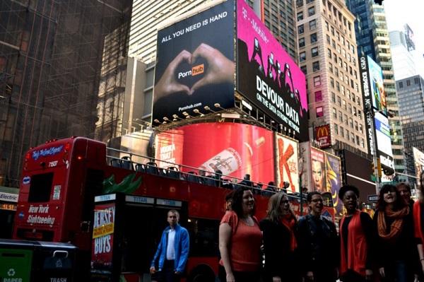 Реклама в самом центре Таймс-сквер