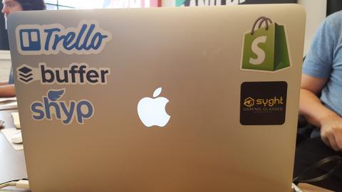 Стикеры — это весьма дешевый способ для рекламы вашего бренда оффлайн