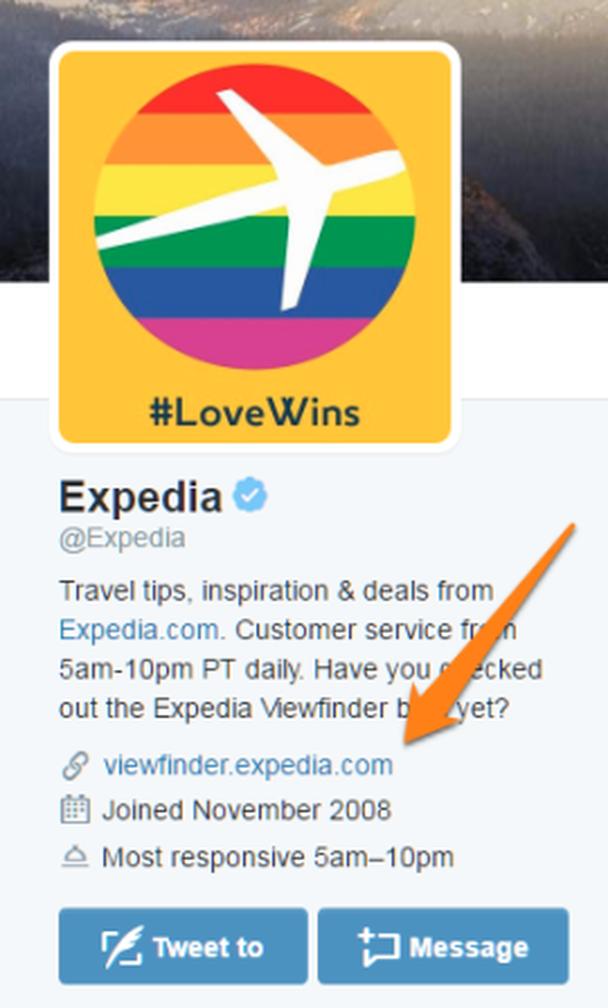 Профиль в Twitter ресурса для бронирования билетов и отелей Expedia
