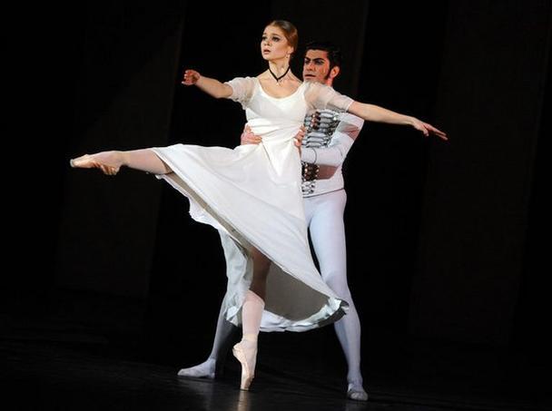 Николай Цискаридзе, танцевавший с Анжелиной Воронцовой в спектаклях Большого театра, осмелился пойти на конфликт с театральной клакой