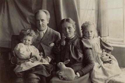 Семья Пирсонов, включая Карла и Игана