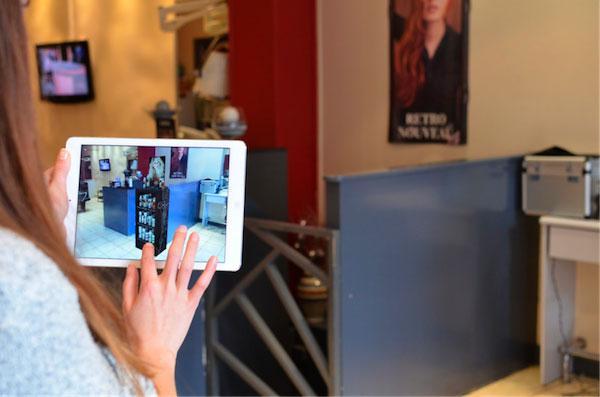 Приложение от Augment в действии: можно сразу увидеть, как будет смотреться стеллаж на том месте, где сейчас размещена решетка