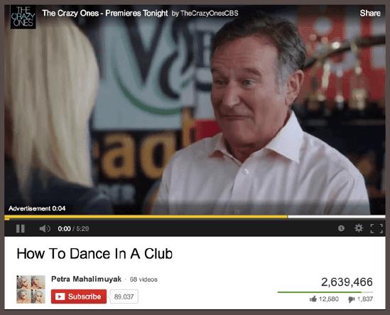 Реклама телевизионного сериала «Сумасшедшие» (The Crazy Ones) предшествует показу видеоролика YouTube «Как танцевать в клубе».