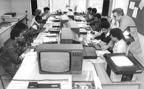 Начиная с конца 1970-х годов персональные компьютеры стремительно вовлекали широкие круги населения в ряды пользователей PC.