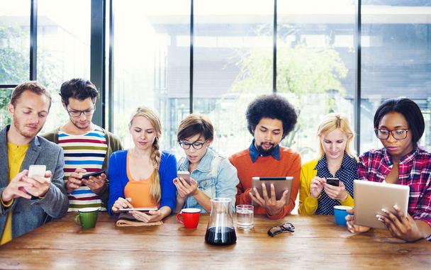 Иллюстрация к статье: Остановите органическую активность в соцсетях, чтобы повысить прибыль