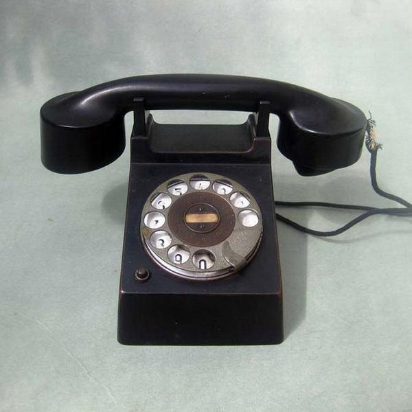 Телефон «Франкфурт» (Frankfurt), выпущенный в 1928 году компанией Fuld & Co., также известен как «телефон Bauhaus».