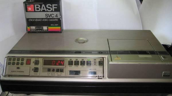 Видеомагнитофон SVR-формата Grundig приблизительно 1980 года выпуска.