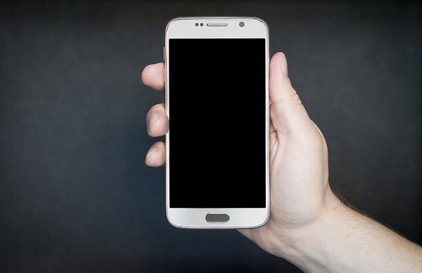 Иллюстрация к статье: 5 тактик оптимизации мобильных SaaS-лендингов