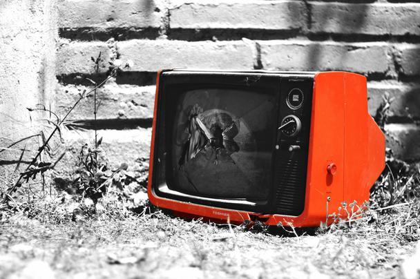 Иллюстрация к статье: Видео или GIF: что лучше влияет на конверсию лендинга?