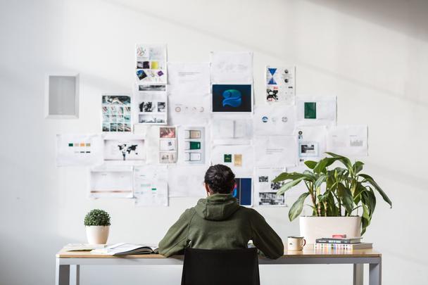 Цифровой дизайн, маркетинг, социальные медиа, фрилансинг (Digital Design, Marketing, Social Media, and Freelancing)