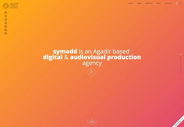 На домашней странице Symodd мы видим фон с градиентным переходом от оранжевого к розовому. Это едва заметный градиент: два оттенка не очень сильно отличаются друг от друга, что облегчает восприятие страницы.