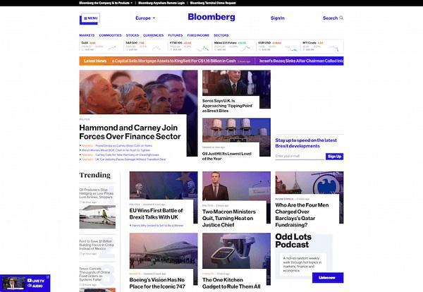 Bloomberg использует градиент в дизайне бегущей строки «Последние новости»
