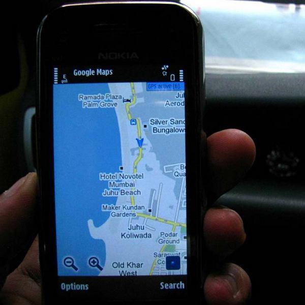 Рисунок 5 A-B: навигационные устройства стали обычным явлением и широко используются как автомобилистами, так пешеходами.