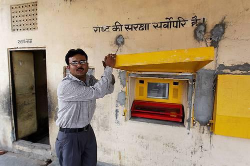 компьютер в «отверстии в стене» NIIT в Нью-Дели.