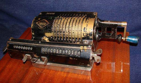 ручной калькулятор «Феликс» советского производства