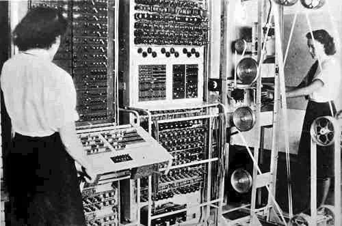Colossus, первое в мире полностью электронное программируемое вычислительное устройство, построенное в 1943-1945 гг