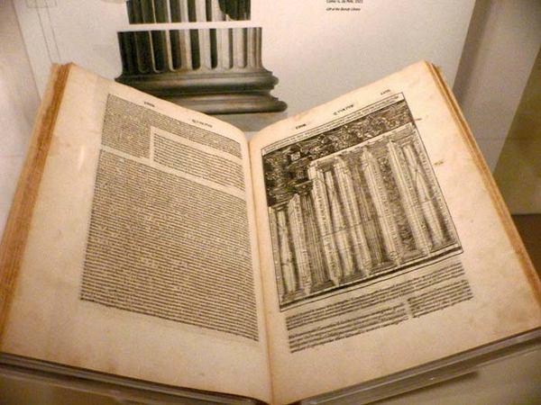 Рисунок 1: «Десять книг об архитектуре» (лат. De architectura libri decem) римского архитектора Марка Витрувия Поллиона (издание 1521 года на итальянском языке).
