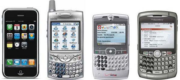 Рисунок 7: первая версия iPhone, выпущенная в 2007 году (слева), в сравнении с ее «современниками». IPhone — хороший пример того, как производитель телефона использует визуальную эстетику как дифференцирующий фактор во всем — от собственно телефона до его упаковки.
