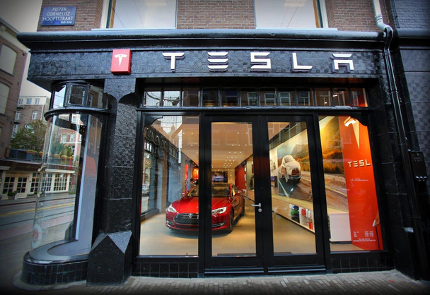 шоурум Tesla в Амстердаме