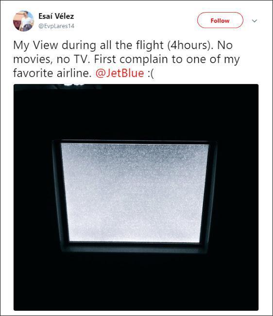 Исай: «Мой экран на протяжении всего полета (4 часа). Ни фильмов, ни телевидения. Первая моя жалоба на одну из моих самых любимых авиакомпаний. Jetblue :(».