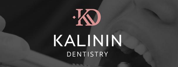 Логотип для солидной стоматологической клиники Kalinin Dentistry от «Логомашины» состоит из знака и шрифтовой части, выдержанной в строгих прямых линиях без засечек, что отражает серьезность подхода к клиенту