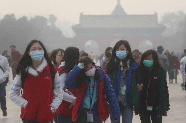 В Пекине из-за нехватки чистого воздуха в больницах находятся около 9000 жителей с респираторной болезнью.
