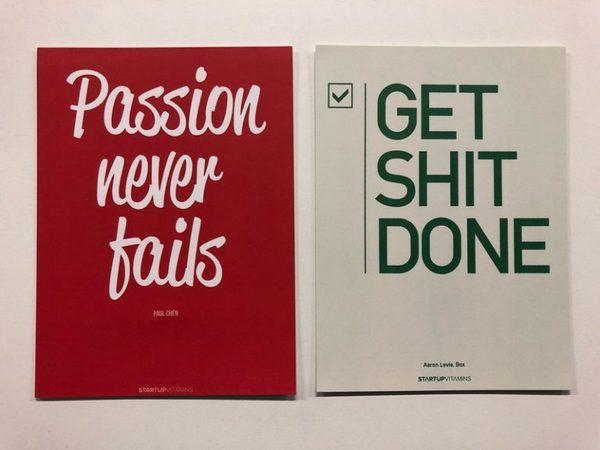 Цвет был идеальным, но коллектив решил, что файлы печати нужно подогнать под размеры открытки, то есть переделать их, бумагу выбрать подороже (матовую), а на оборотной стороне добавить логотип компании.