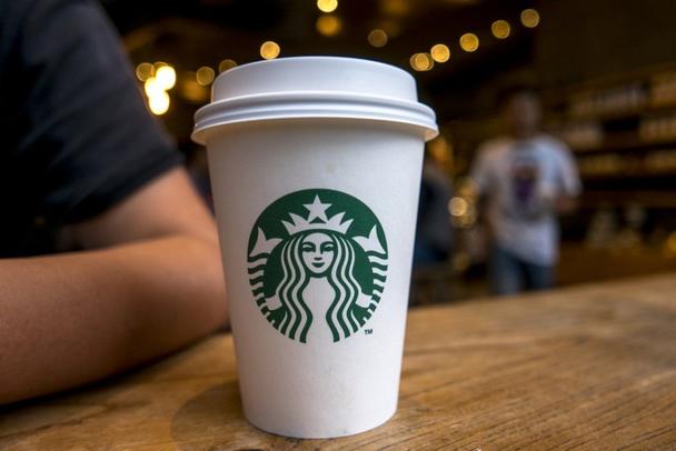 Симметричный логотип от Starbucks