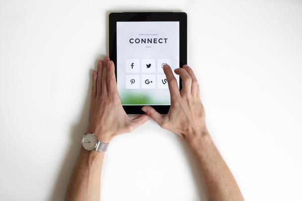 Иллюстрация к статье: 6 эффективных способов увеличения продаж с помощью соцсетей в 2019