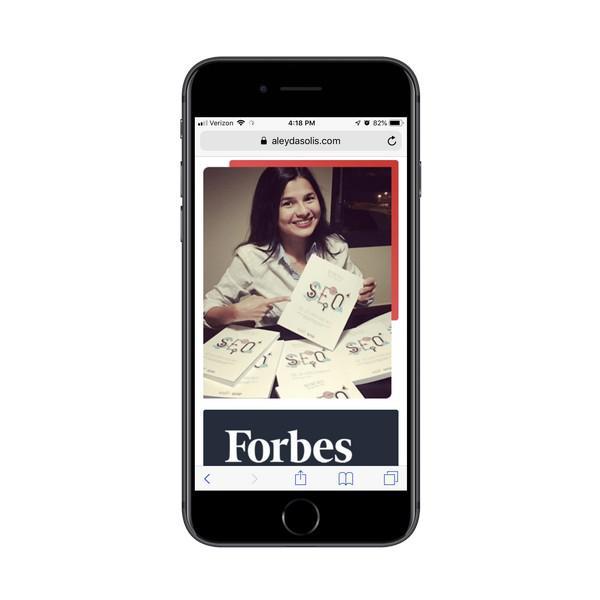 На своем веб-сайте Алейда Солис в качестве рекламных изображений использует селфи