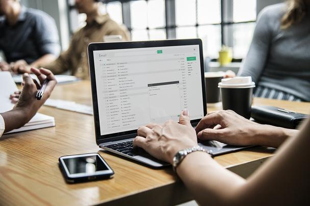 Иллюстрация к статье: Как заполучить email потенциального клиента и при этом не оттолкнуть его